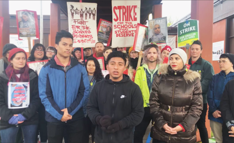 Aparicio speaking at the strike